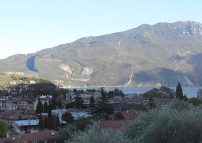 Vista su Lago di Garda e montagne / View of Lake Garda and mountains / Blick auf den Gardasee und die Berge