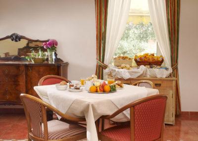 Servizio colazione a buffet / Buffet breakfast service / Frühstücksbuffet